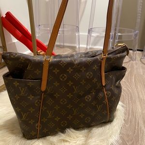 Louis Vuitton Totally MM Monogram (Discontinued)